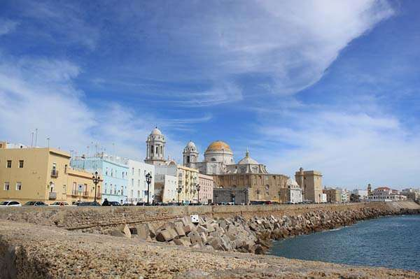 Alojarse en apartamentos, una opción más en Cádiz